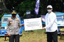 Korlantas bagikan 1.500 sembako ke sopir angkot di Cibinong