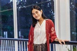Aktris  Sekar Sari paling favorit motif batik babon angrem