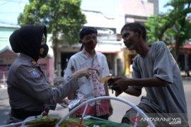 Peringati Hari Batik di tengah pandemi, Polres Probolinggo Kota bagikan masker batik Tawangsari