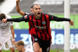 Frankfurt puncaki klasemen Liga Jerman setelah hentikan start sempurna Hoffenheim