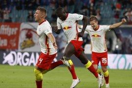Leipzig rebut posisi teratas Liga Jerman setelah perpanjang mimpi buruk Schalke