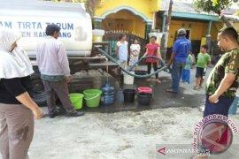 BPBD Karawang salurkan bantuan air bersih ke daerah kekeringan