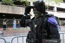 Dua pria AS didakwa menyalahgunakan senjata dekat pusat hitung suara