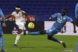 Lyon diimbangi 10 pemain Marseille 1-1