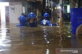 Permukiman penduduk Kebon Pala Jaktim terendam banjir 1,5 meter imbas luapan Kali Ciliwung