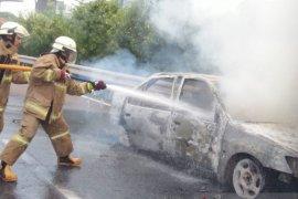 Sedan terbakar di depan Kodam Jaya akibatkan kemacetan