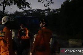 Bocah perempuan hanyut di Kali Angke Hulu Cengkareng, SAR lakukan pencarian