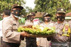 Kapolres berikan kejutan Dandim 0601 Pandeglang di HUT TNI ke-75