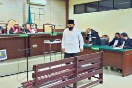 PN Tipikor jatuhkan vonis tiga tahun penjara pada mantan Bupati Sidoarjo Saiful Ilah