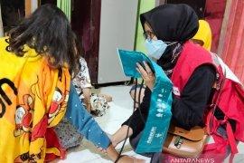 PMI lakukan pelayanan keliling periksa kesehatan penyintas banjir Cianjur