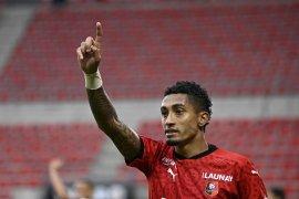 Leeds United mendapatkan Rapinha dari Rennes