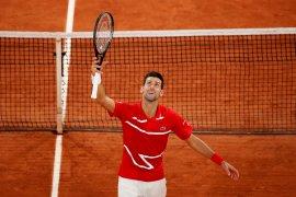 Djokovic atasi Khachanov  untuk menuju perempat final French Open