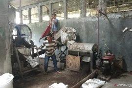 Pengusaha pupuk organik di Tanah Datar kesulitan pasarkan produk, pupuk menumpuk di gudang (Video)