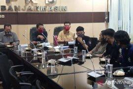 "DPRD Banjarmasin tanggapi keluhan musisi jalanan yang ""kucing-kucingan"" dengan Satpol PP"