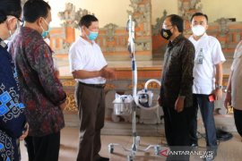 Gubernur Bali terima bantuan penanganan COVID-19 dari Kemenkes