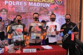 Polres Madiun tangkap tiga orang pembobol brankas berisi uang Rp58 juta