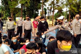 135 remaja ditangkap polisi karena gelar unjuk rasa dan merusak fasilitas umum