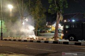 Polisi pukul mundur massa aksi di Bandung ke kawasan Dago