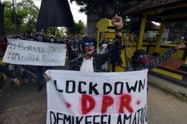 Aksi 'Bali Tidak Diam' menolak UU Omnibus Law