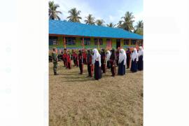 Ajarkan kedisiplinan, Satgas TMMD latih pelajar dengan PBB