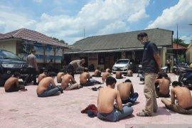 Polisi tangkap 10 pelaku unjuk rasa tolak UU Cipta Karya rusak gedung DPRD Kota Jambi