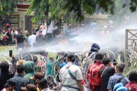 Aksi demo di kantor Pemprov Lampung Page 3 Small