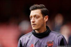 Ozil tidak masuk skuad Arsenal untuk Liga Europa