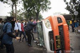 Aksi Tolak Omnimbus Law di Palembang Berakhir Ricuh Page 4 Small