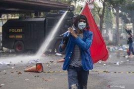Aksi Tolak Omnimbus Law di Palembang Berakhir Ricuh Page 1 Small
