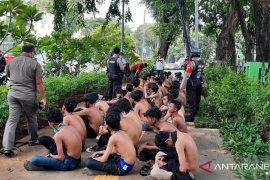 10 pengunjuk rasa di Istana Merdeka jalani rapid test dengan hasil reaktif