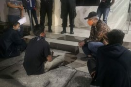 Gubernur Ganjar datangi pendemo UU Cipta Kerja di Mapolres Semarang