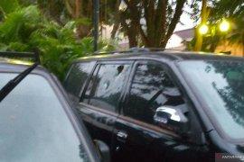 Tiga kendaraan di Balai Kota Jakarta rusak dilempari massa demo tolak UU Cipta Kerja
