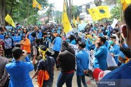 Aksi damai mahasiswa di gedung DPRD Kota Jambi