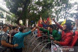 Hari kedua demo Omnibus Law di Medan berlangsung damai