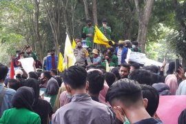Ratusan mahasiswa di Langkat tolak Omnibus Law