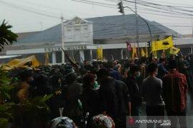 Demo tolak UU Cipta Kerja di depan Istana Bogor dikhawatirkan munculkan klaster baru COVID-19