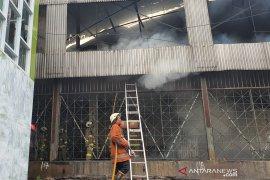 Empat ruko di Komplek Maya belakang Grand Theater Senen ikut terbakar