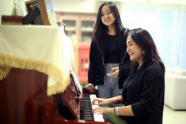 Penyanyi Ilona, Kiara Karin, dan Ope rilis video musik bersama