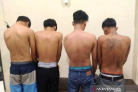 Empat warga Sumbar ditangkap saat angkut 85 Kg ganja