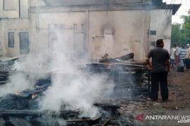 Dua mahasiswi Akper meninggal dalam kebakaran rumah kepala desa