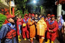 Sebanyak  300 rumah warga di Kelurahan Ciganjur terendam banjir 150 cm