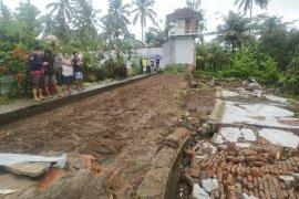 Dilanda hujan deras, tembok rumah tahanan di Bangli ambruk
