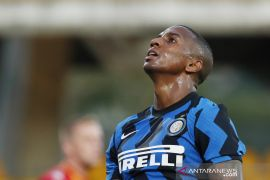 Bek Inter Milan Ashley Young positif terpapar COVID-19
