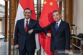 Isu Kemarin, Luhut bertemu Menlu China hingga program kemitraan UMKM