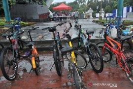Rest area bagi pesepeda akhir pekan di Palembang Page 1 Small