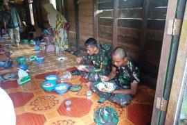 Eratkan silaturahmi Satgas TMMD gelar makan bersama warga