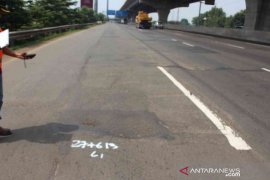 Jasa Marga tunda pekerjaan rekonstruksi perkerasan jalan Tol Jakarta-Cikampek