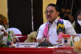 Komisi III DPR minta kasus hukum terkait paslon ditunda setelah pilkada