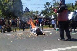 Tolak UU Cipta Kerja, mahasiswa kembali unjuk rasa di DPRD Bondowoso
