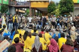 Kapolres Binjai pimpin langsung pengamanan ratusan warga yang unjuk rasa
